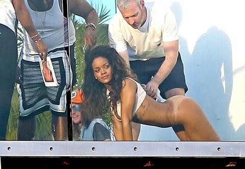 Rihanna Bottomless On All Fours Photo Shoot