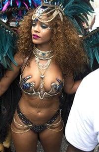 rihanna-sexy-naked-ass-busty