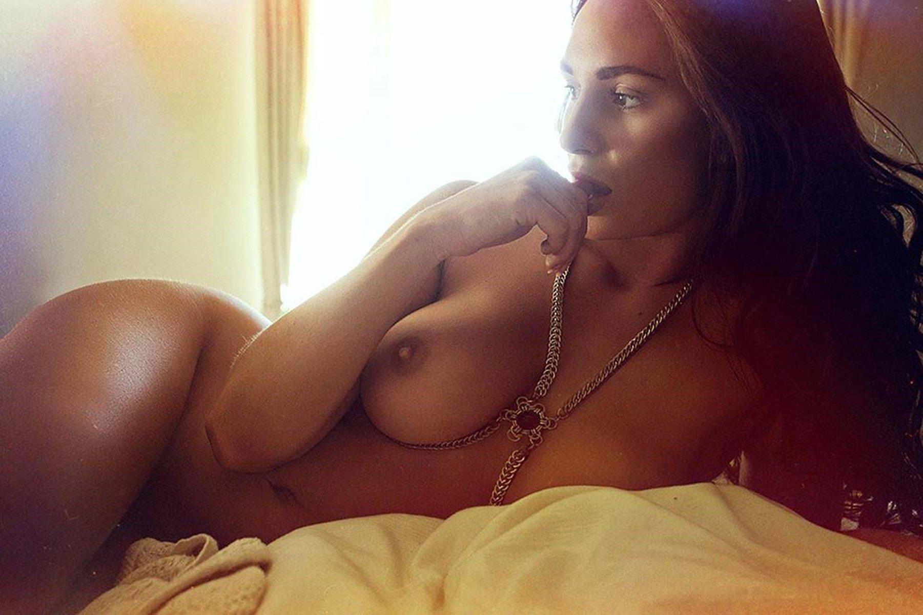 Beautiful japanese girl posts nude selfies