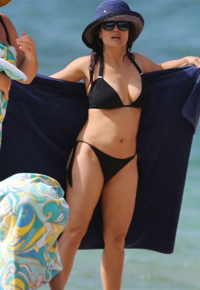 Salma Hayek's Amazing MILF Body In A Bikini