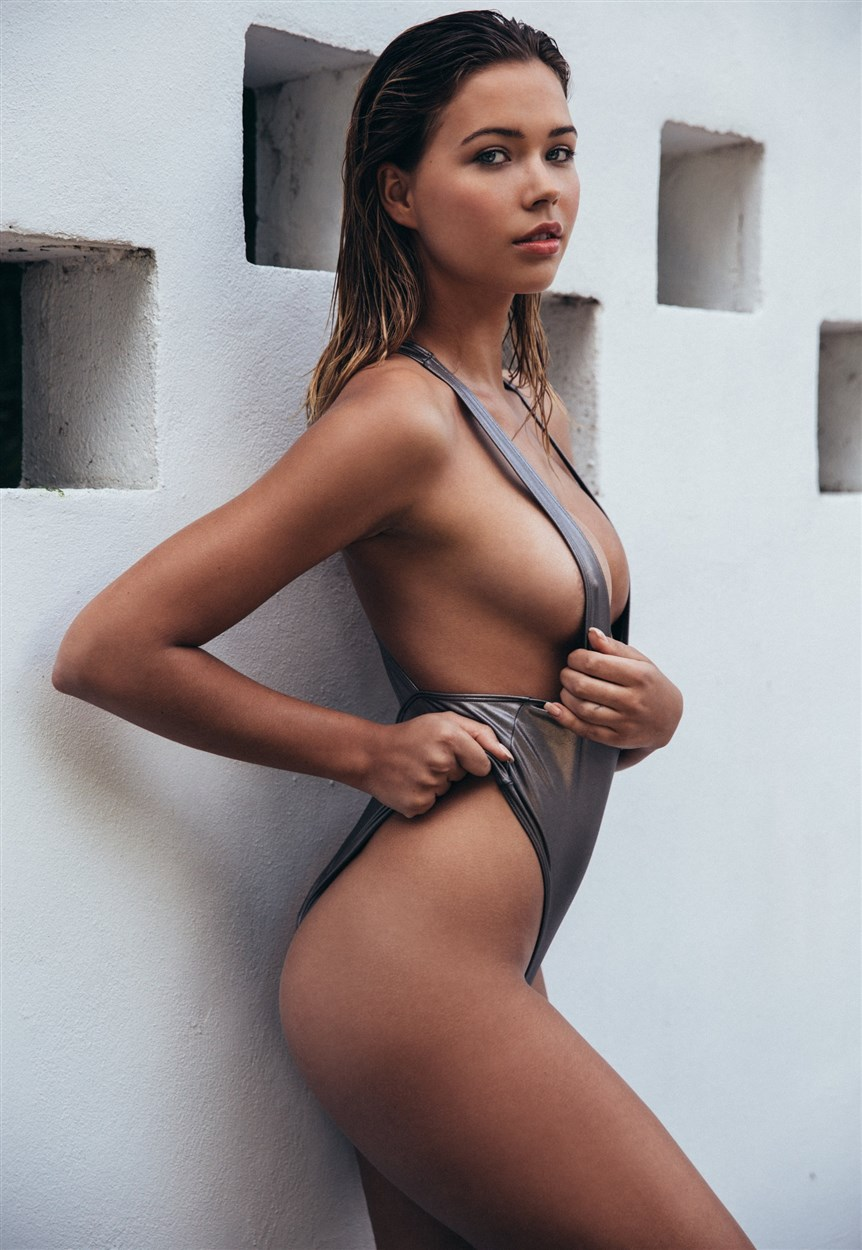 Sandra Kubicka Nude Photos Collection