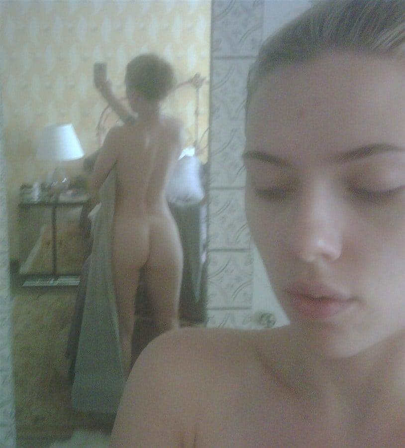 Scarlett Johansson Naked Cell Phone Pics Leaked