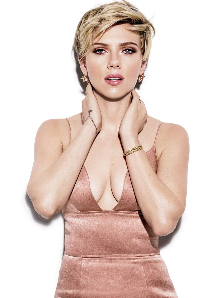 Scarlett Johansson And Jennifer Lawrence Attempt Being Sexy In Magazines