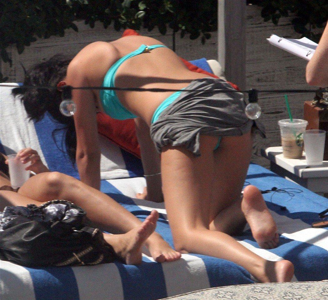 Selena Gomez Spreads Her Legs In A Bikini