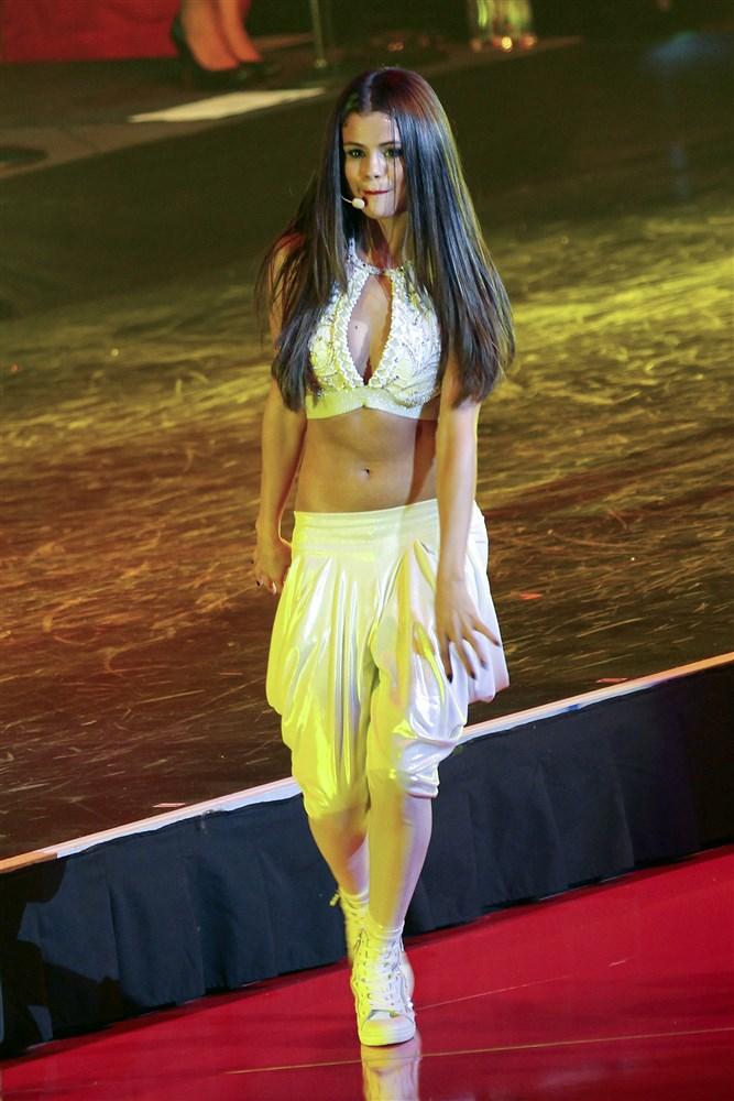 Selena Gomez Performs In Wild Live Sex Show