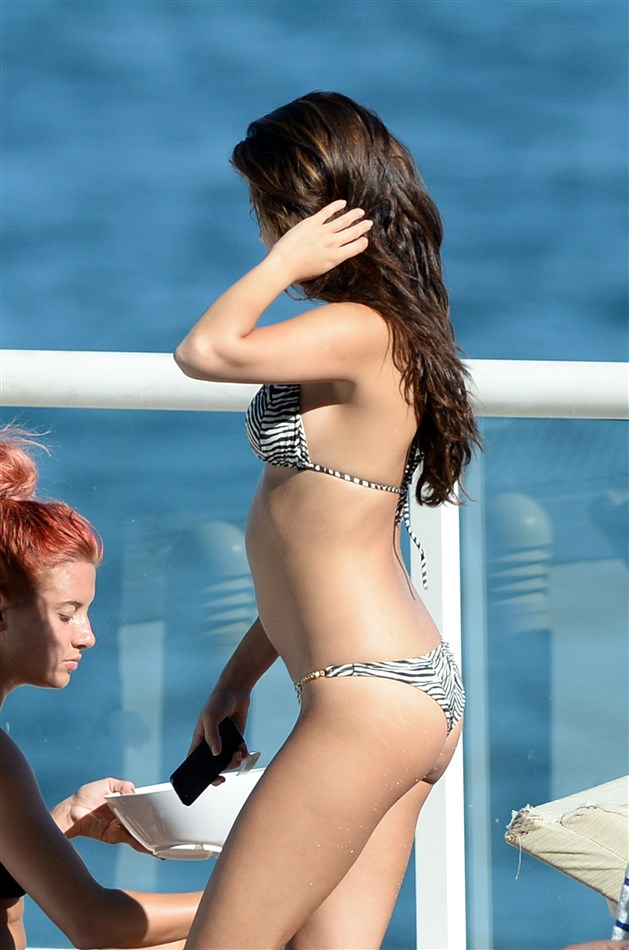 Top 45 Selena Gomez Miami Bikini Pics