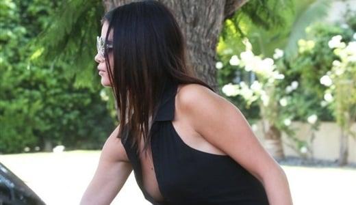 Selena Gomez no bra