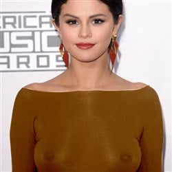 Selena Gomez's Nipples Visible In X-Rayed Pics From The AMAs