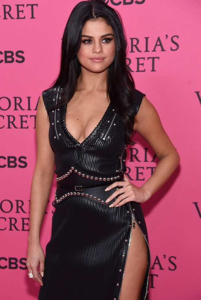 Selena Gomez Nip Pokies And Colored Contacts At The Victoria's Secret Fashion Show