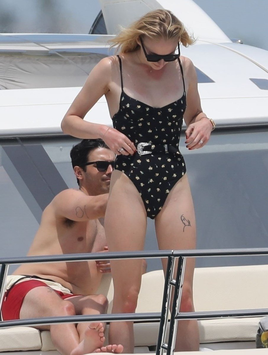 Sophie Turner Ass And Thigh Gap Swimsuit Pics