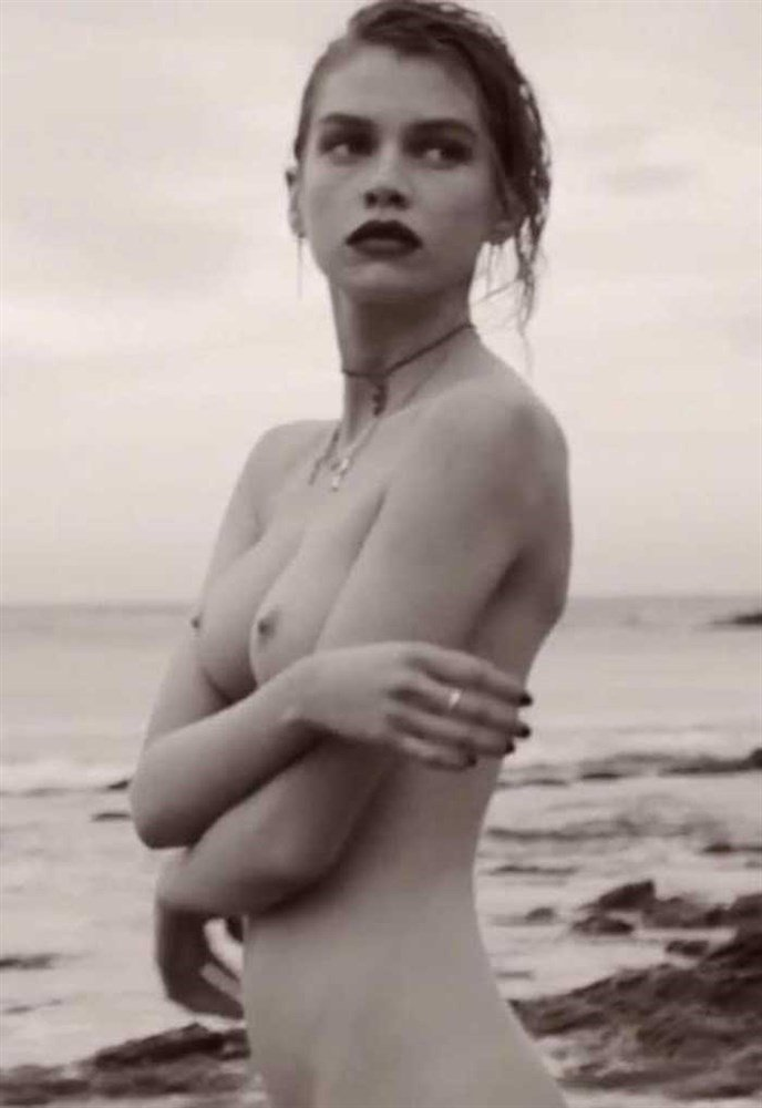 Stella Maxwell Nude Photos Collection
