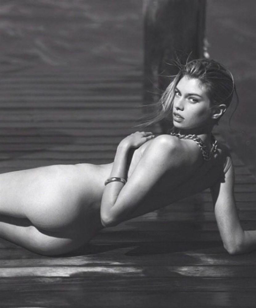Stella Maxwell Nude Photos Collection