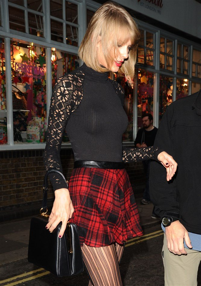 Taylor Swift In A Naughty Xmas Outfit