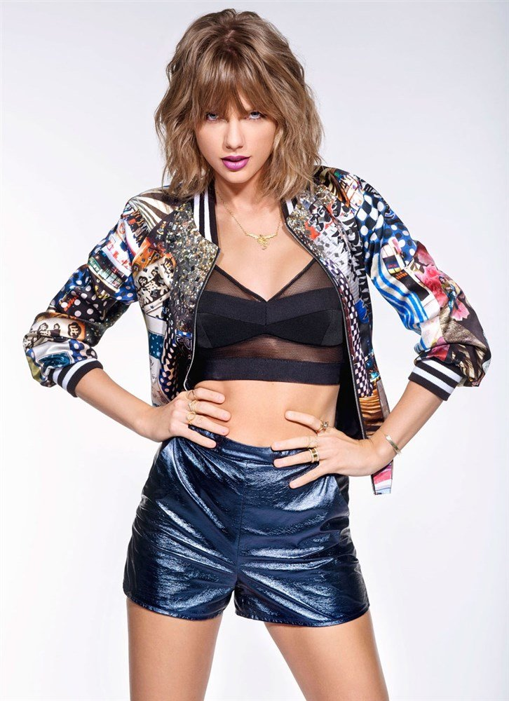 Taylor Swift Attempts Being Sexy