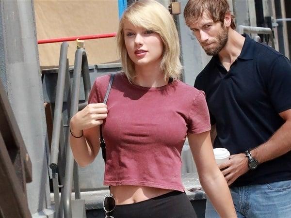 Taylor Swift tight