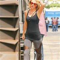 Taylor Swift Flaunts Her Fat Camel Toe