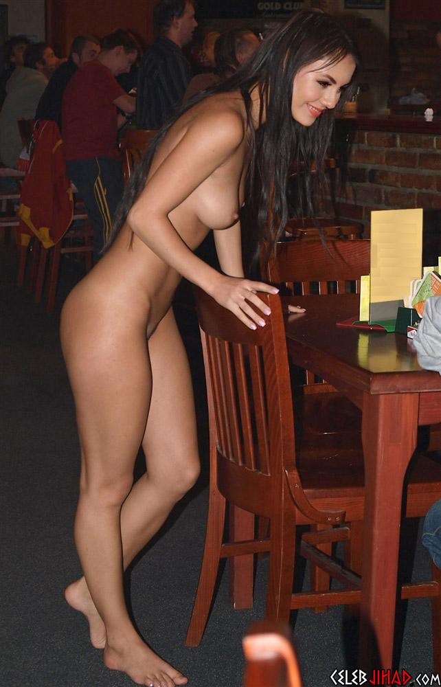 Victoria Justice Acts As A Naked Waitress