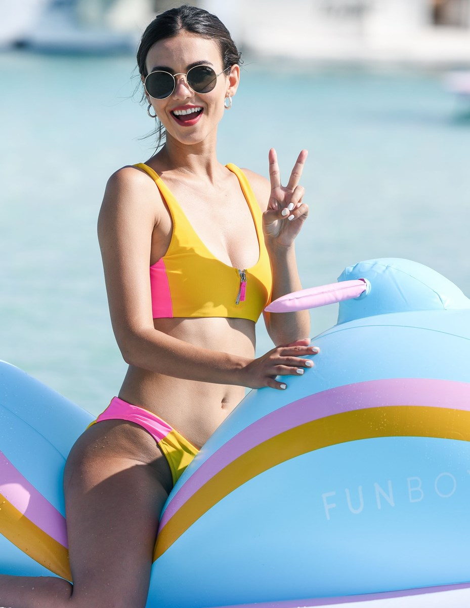 Victoria Justice And Madison Reed Slutty Bikini Sisters