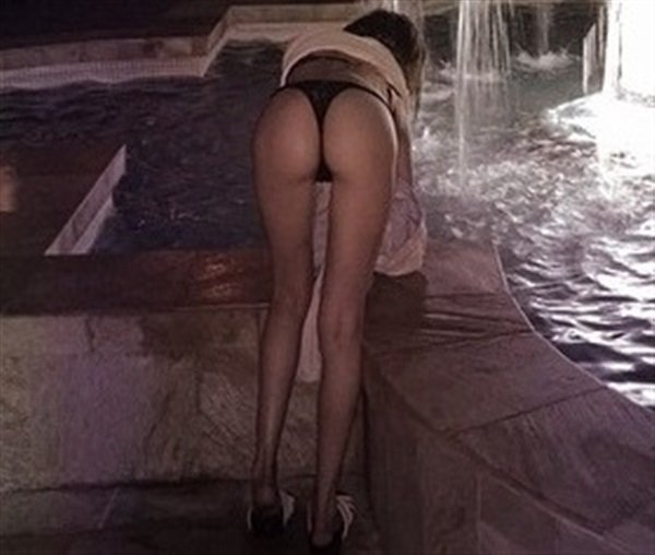 The Top 7 Hottest Willa Holland Booty Pics-2302