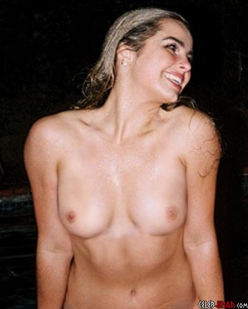 Addison Rae Showing Off Her Nude Nipples
