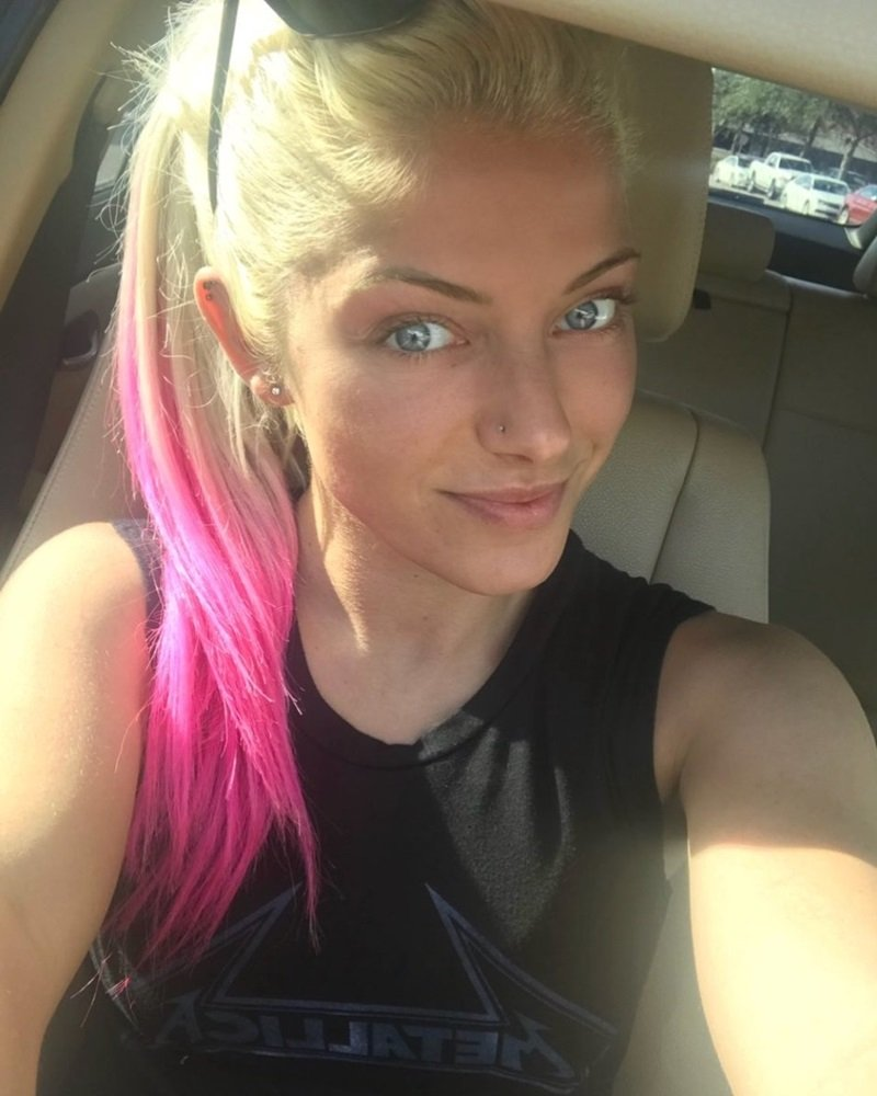 Alexa Bliss selfie