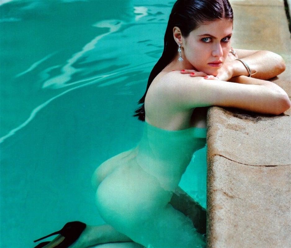 Alexandra Daddario ass