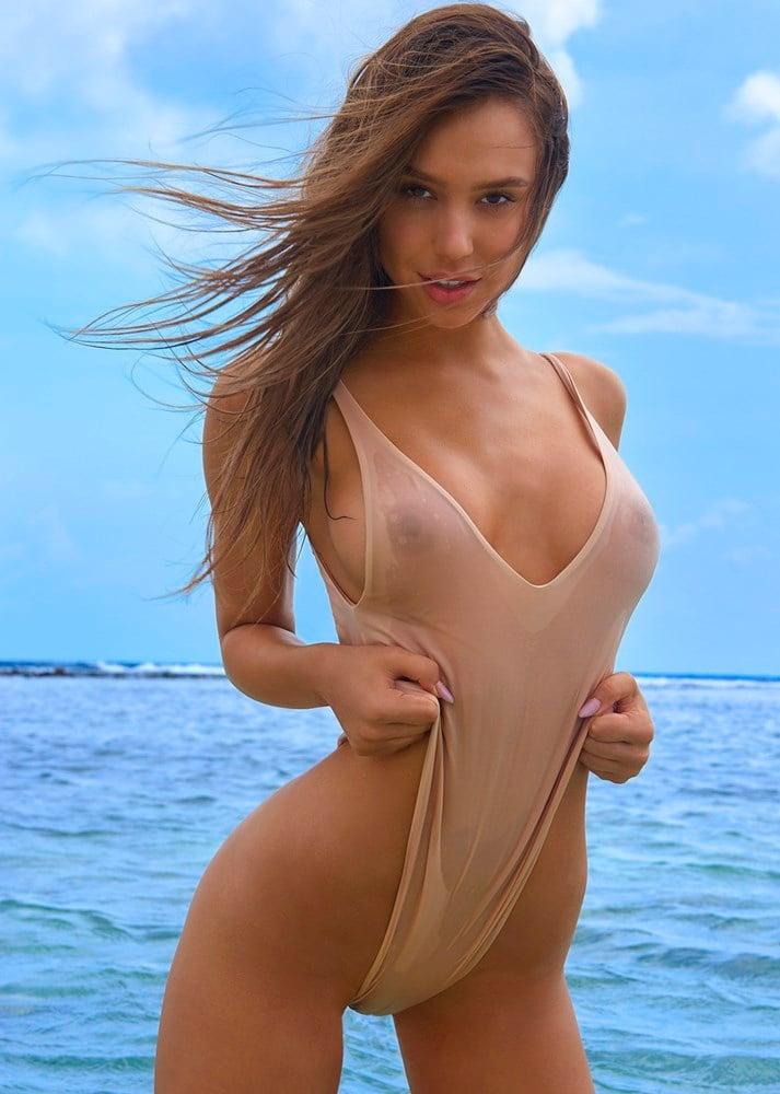 Alexis Ren nude nipples