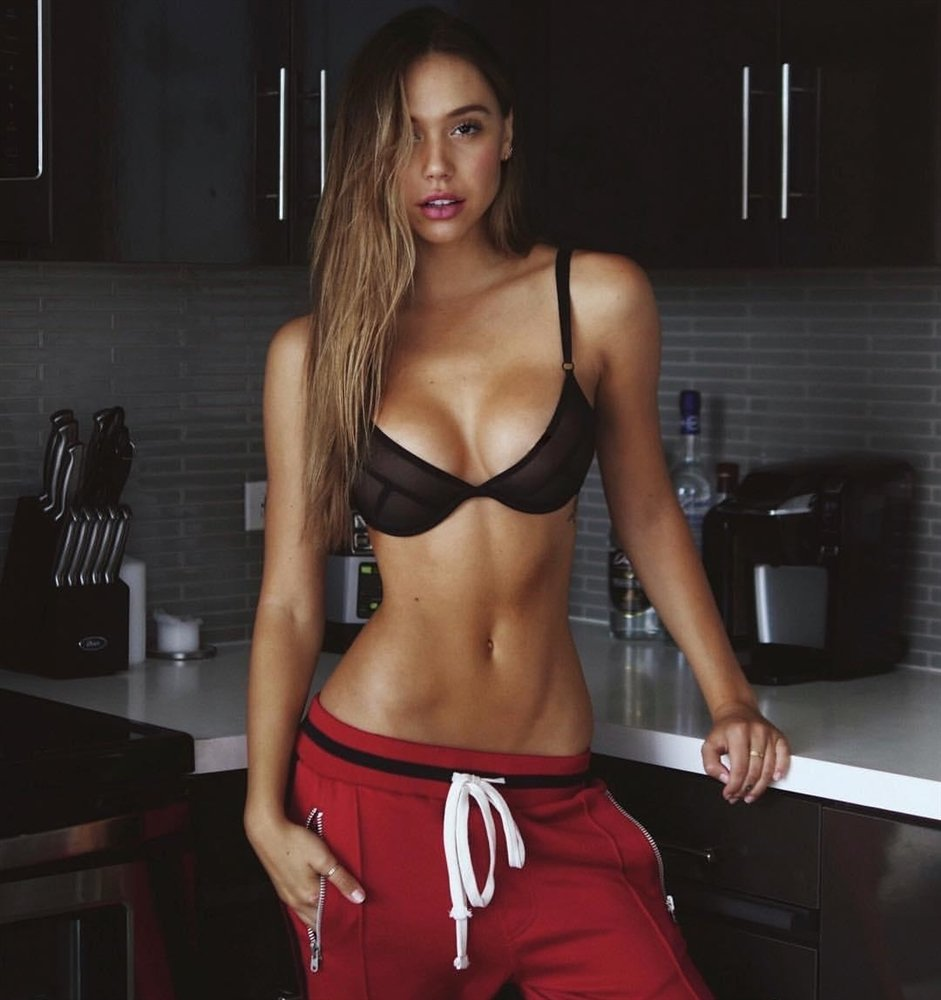 Alexis Ren bra