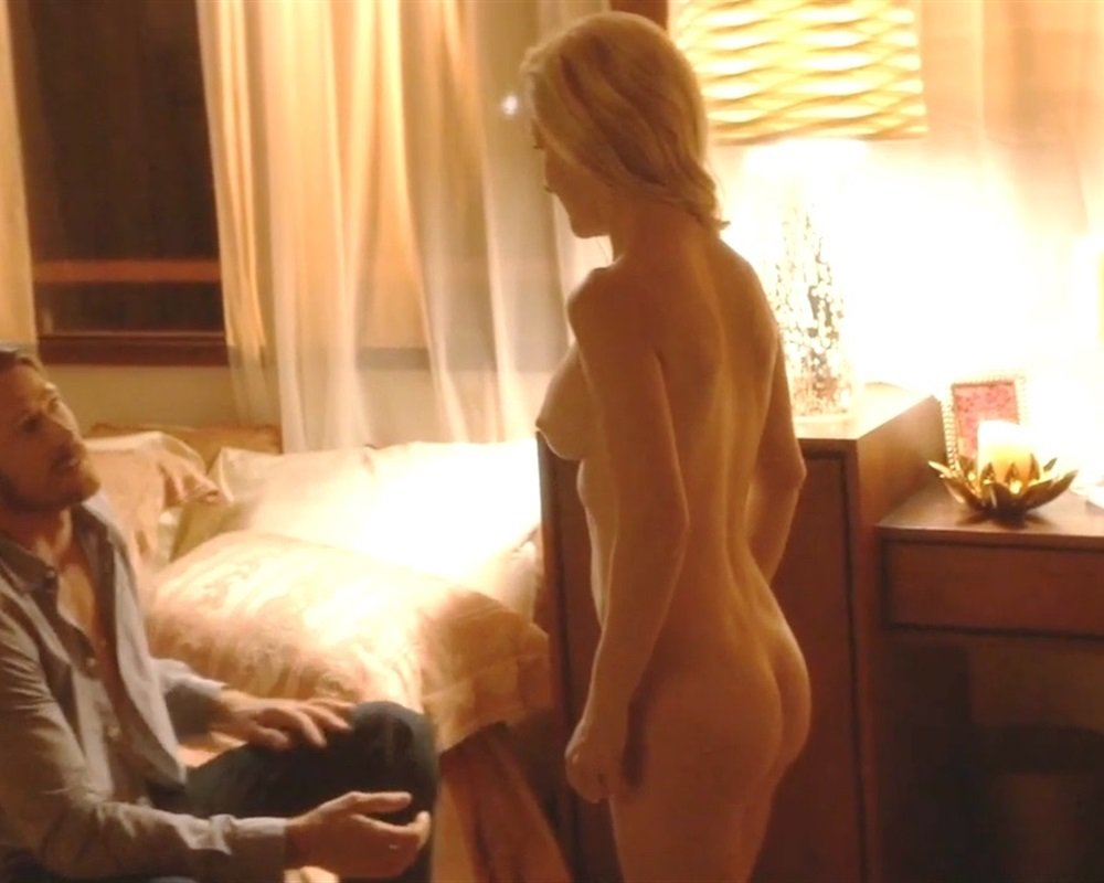 100 Images of Angela Kinsey Nude