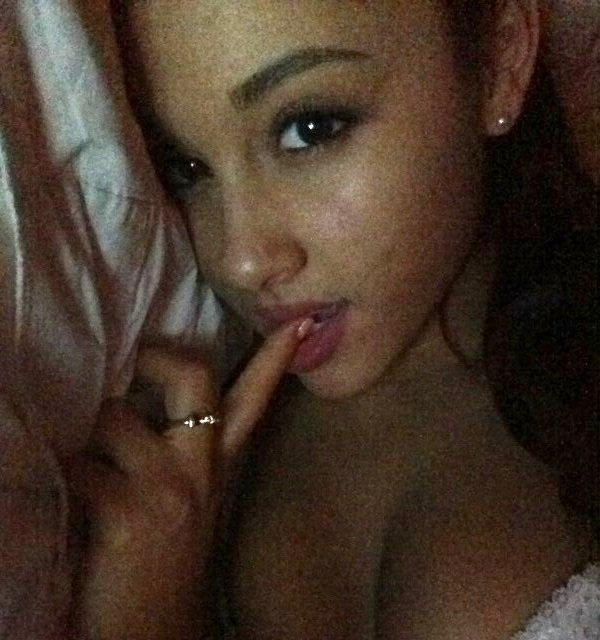 grande cleavage Ariana