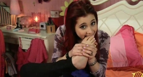 Ariana Grande foot fetish
