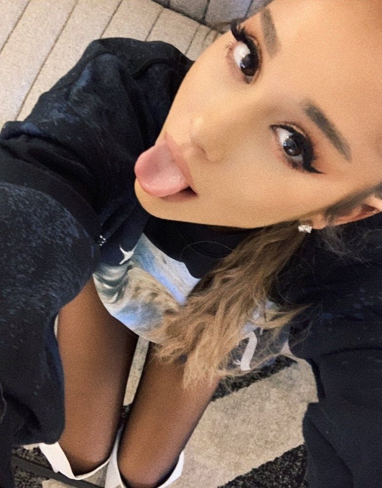 Ariana Grande Nipple Slips Out In Concert