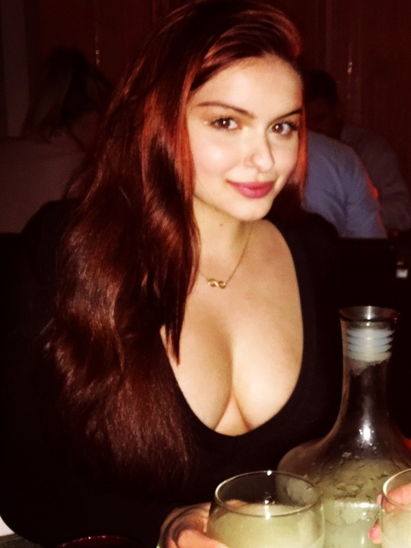 Ariel Winter cleavage