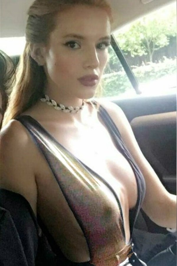 Белла торн с голой грудью фото 14780 фотография
