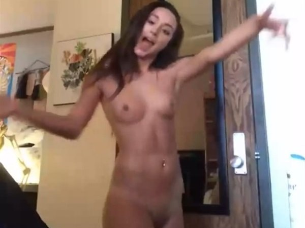 bennet Shield nude chloe