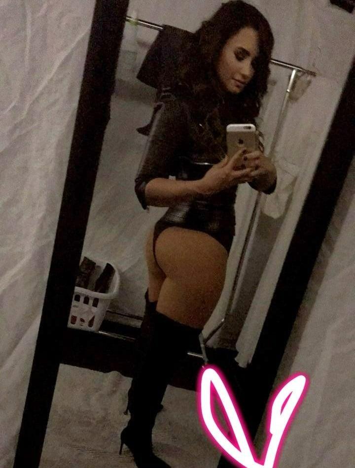 Demi Lovato ass selfie