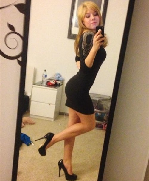 Jennette McCurdy black dress