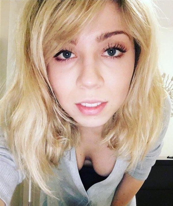 Jennette McCurdy cleavage