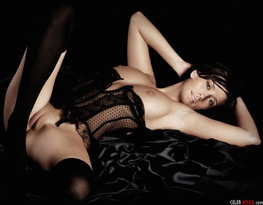 Dixie D'Amelio Nude Selfies Budding Breasts Progression