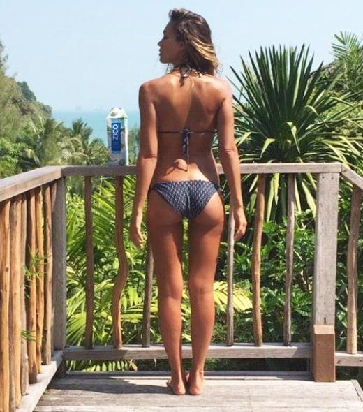 Jessica Alba bikini thigh gap