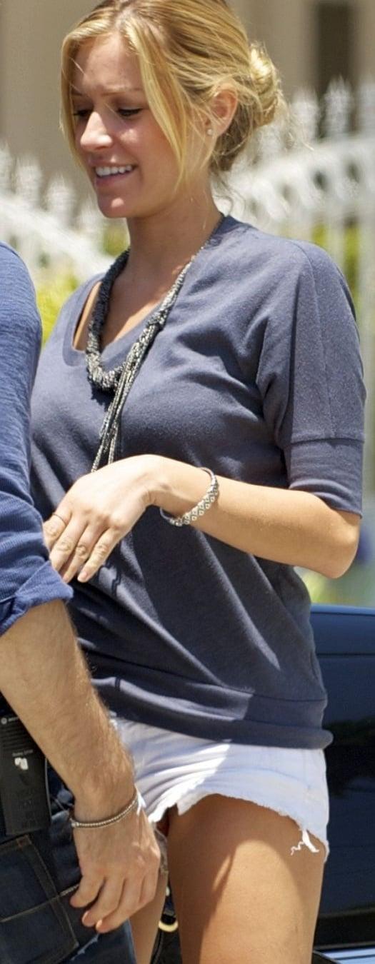 Kristin Cavallari Flashes Her Vagina