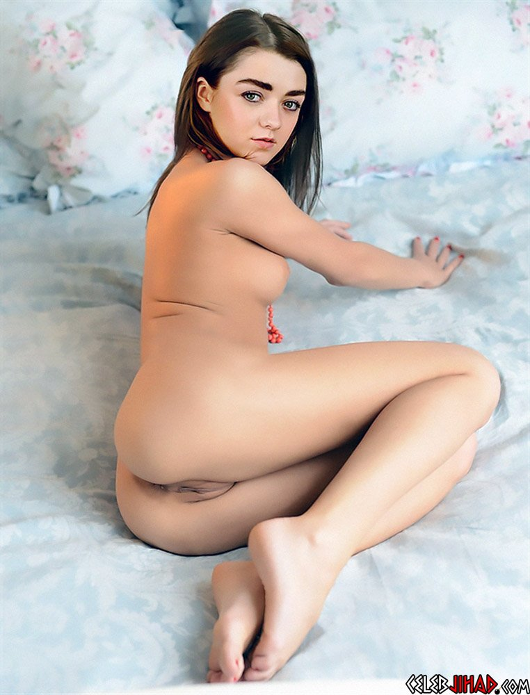Maisie Williams nude ass