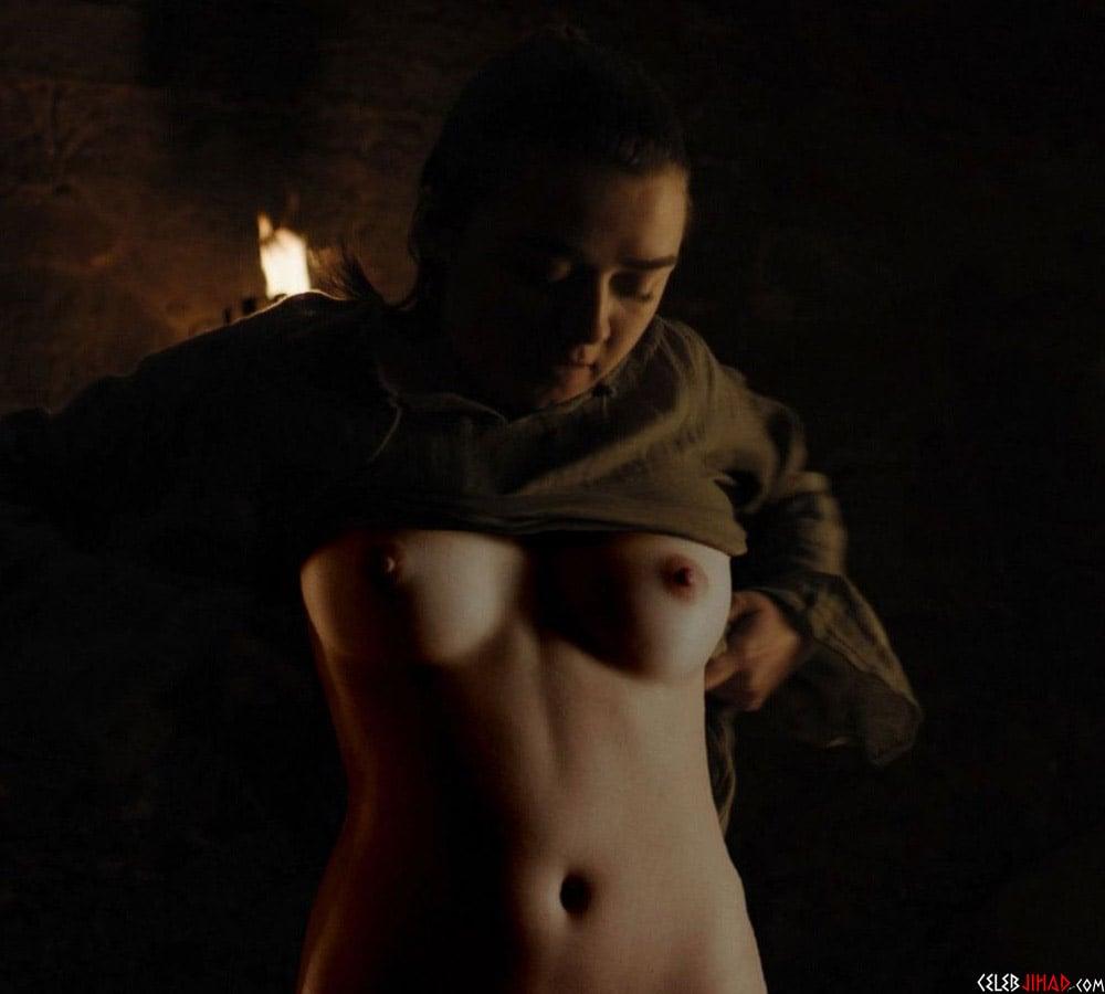 Maisie Williams Nude -3653
