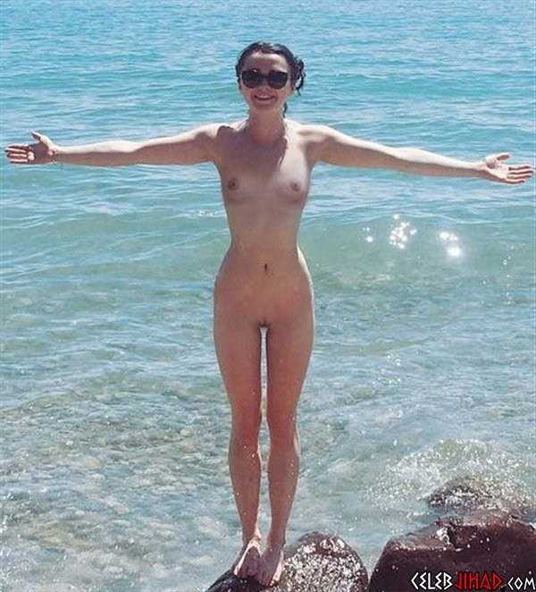 Maisie Williams nude