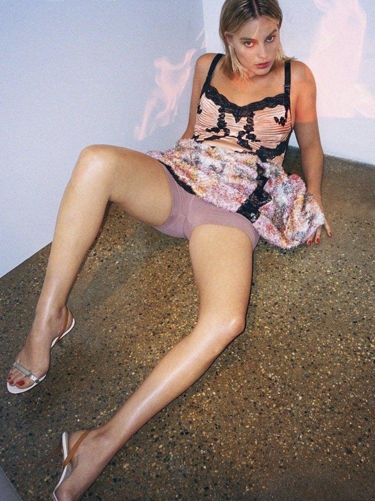Margot Robbie upskirt