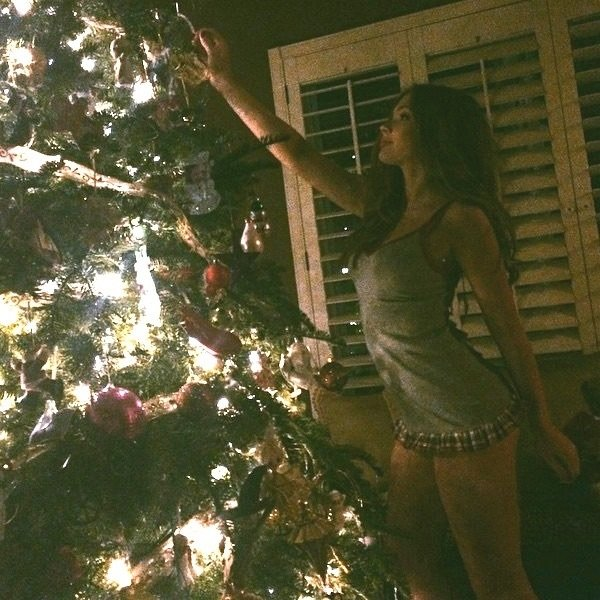 Bella Thorne And Ariel Winter In Their Pjs On Xmas Morning-3061