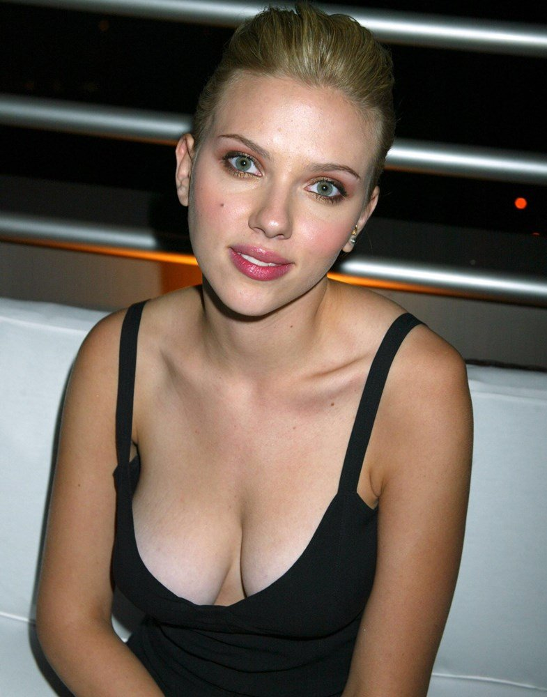 Scarlet johanson boobs naked