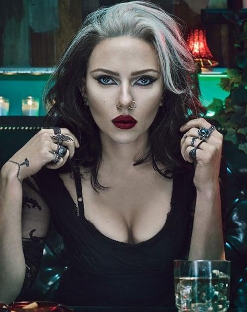Scarlett Johansson emo