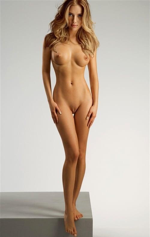Scarlett Johansson Naked For Slave Auction-2208