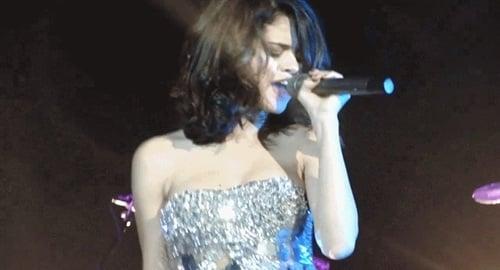 Selena Gomez boob
